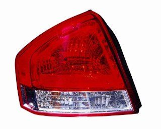 OE Replacement Kia Spectra Driver Side Taillight Assembly (Partslink Number KI2800132) Automotive
