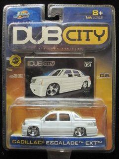 Cadillac Escalade EXT Dub City 2004 Includes Collector Card #051 By Jada